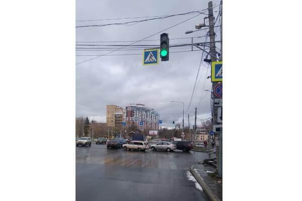 В Самаре на улице Ново-Садовой включили светофор