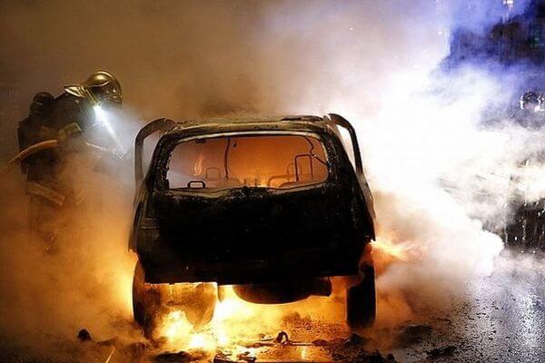 Водитель такси поджег иномарку жителя Самары, не поделив с ним очередь на автомойку | CityTraffic