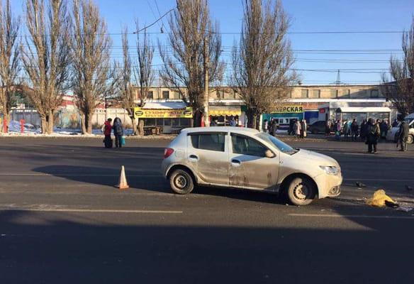 В Самаре 84-летняя женщина угодила под колеса Renault Sandero | CityTraffic