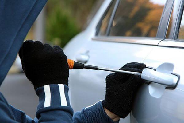 Вора автомобилей из Сызрани задержали, когда он украл чужой телефон | CityTraffic