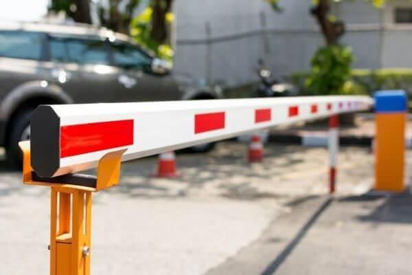 После введения платных парковок в Самаре дворы могут закрыть шлагбаумами | CityTraffic