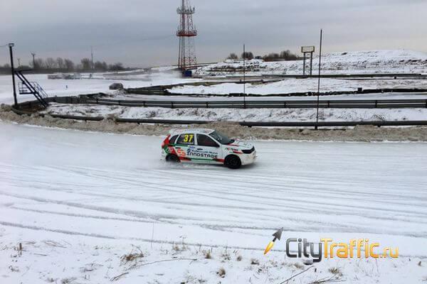 Гоночные машины на острых шипах скользят по льду в Тольятти: видео | CityTraffic