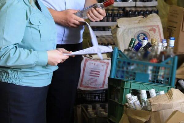 У коммерсантов Самары изъяли 94 литра спиртного для уничтожения | CityTraffic