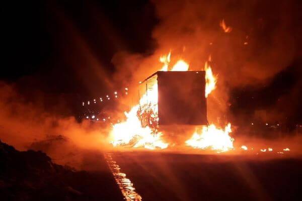 Грузовик с картоном сгорел в Самарской области после того, как в него врезалась ГАЗель | CityTraffic