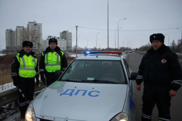 Полицейские Самары помогли женщине успеть вбольницу до инсульта