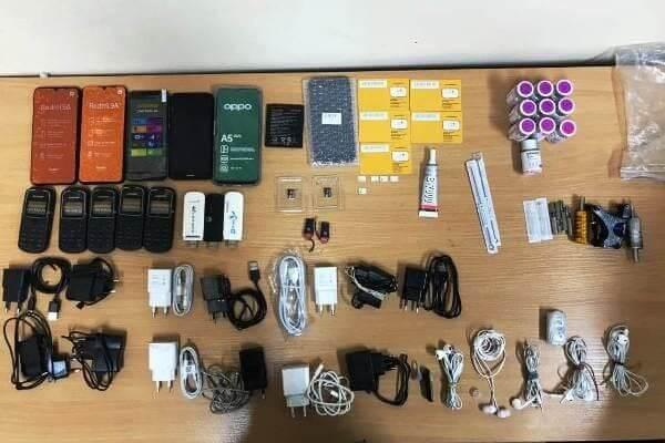 В колонии Самарской области изъяли телефоны, WI-FI роутеры и тату-машинку, спрятанные колесе автомобиля | CityTraffic