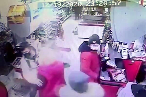 Житель Тольятти убежал из магазина с 5 бутылками шампанского   CityTraffic