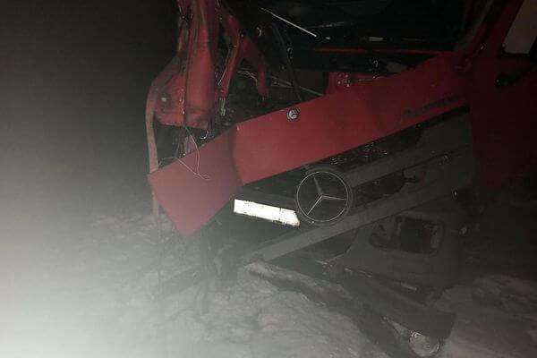 Легковушка устроила аварию с двумя грузовиками на трассе М-5 в Самарской области | CityTraffic