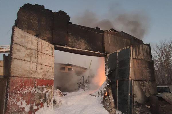 Горящий битум тушили 55 человек в селе Самарской области | CityTraffic