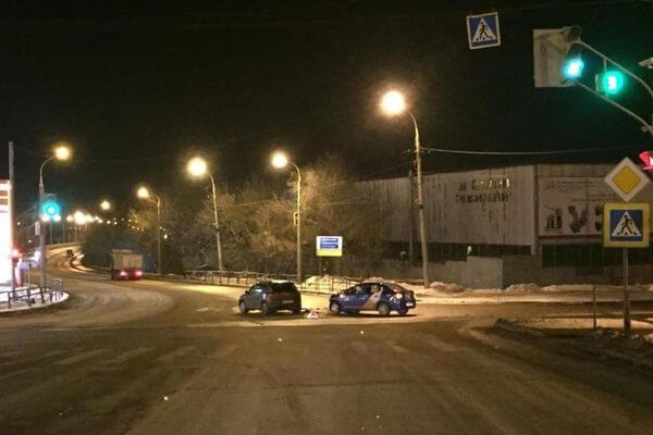 В Самаре пострадал пассажир такси, в которое въехал внедорожник | CityTraffic