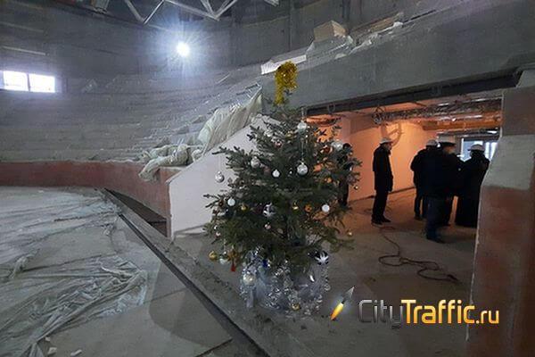 Общественники осмотрели самарский Дворец спорта, где нарядили новогоднюю елку | CityTraffic