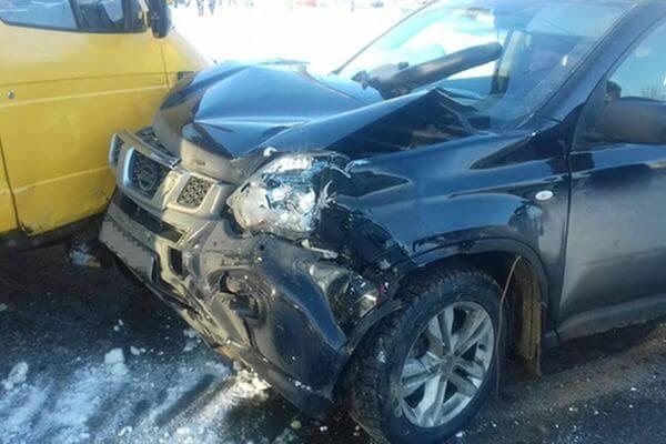 В Новокуйбышевске пострадали пассажиры автобуса, в который врезался внедорожник | CityTraffic