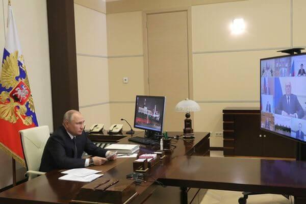 Президент РФ поддержал инициативу ЕР о двойных праздничных выплатах медикам, работающим с больными коронавирусом | CityTraffic