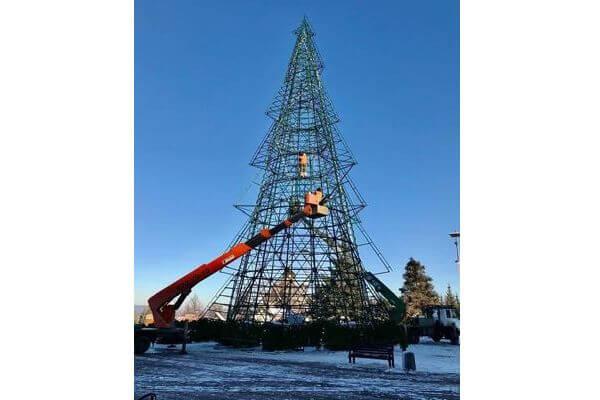 В  Самаре начали устанавливать ель на площади Славы | CityTraffic