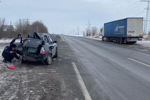 Девушка и мальчик погибли в столкновении легковушки и грузовика под Самарой | CityTraffic