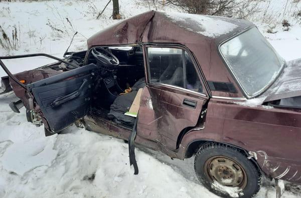 На М-5 в Самарской области «семерка» врезалась в КАМАЗ, водитель легковушки погиб | CityTraffic