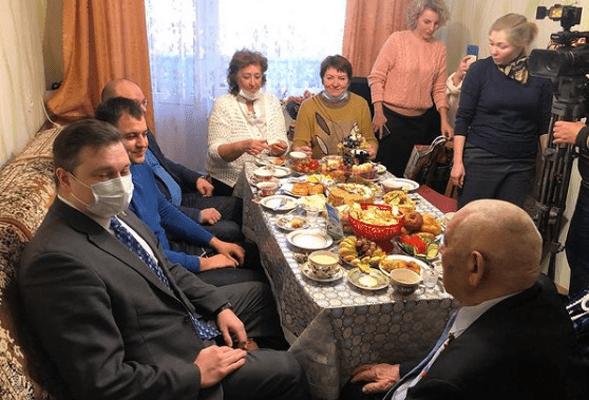 В Тольятти депутаты поздравили с 70-летием семейной жизни супругов, получивших медаль «За любовь и верность» | CityTraffic
