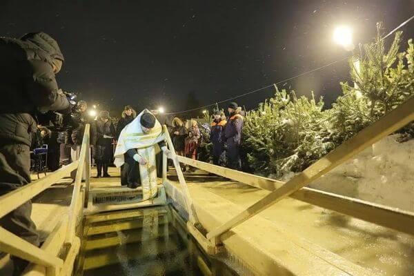 Врачи Самарской области рассказали, кому не стоит нырять в прорубь на Крещение | CityTraffic