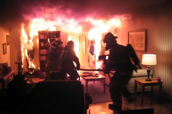 В Тольятти на пожаре спасли женщину | CityTraffic