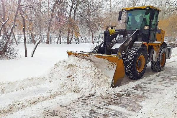 Как жильцы могут наказать УК за ненадлежащую уборку снега у дома | CityTraffic
