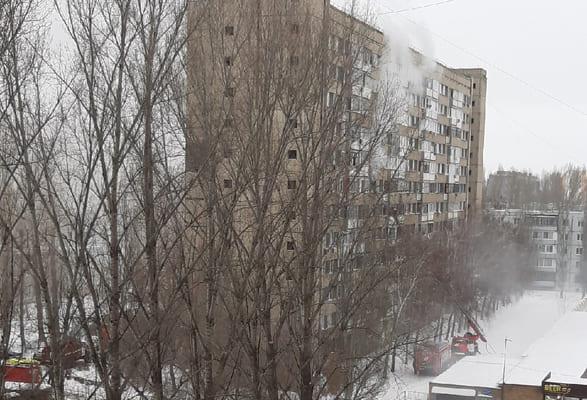 В Тольятти 18 человек тушили пожар в квартире дома на улице Ворошилова | CityTraffic
