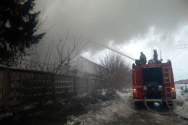 СК начал проверку из-за гибели человека во время пожара на заводе в Самаре | CityTraffic