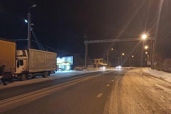 Фура сбила человека и врезалась в другой грузовик на трассе М-5 в Самарской области | CityTraffic