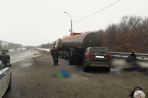 Две женщины и 9-летний мальчик погибли в столкновении бензовоза и легковушки на трассе М-5 в Самарской области | CityTraffic