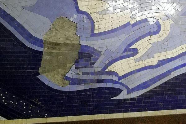 """На станции метро Самары """"Гагаринская"""" отваливается плитка   CityTraffic"""