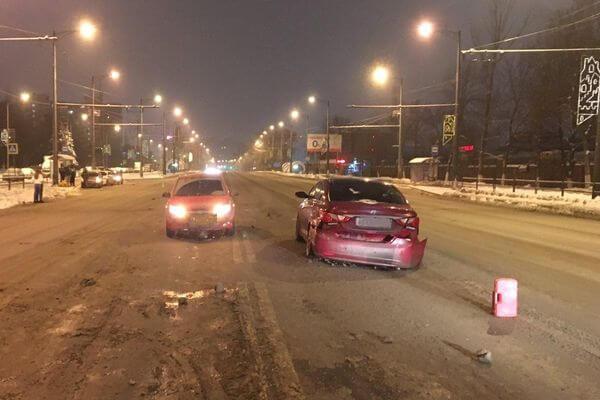 В Самаре ночью столкнулись 3 корейских автомобиля | CityTraffic