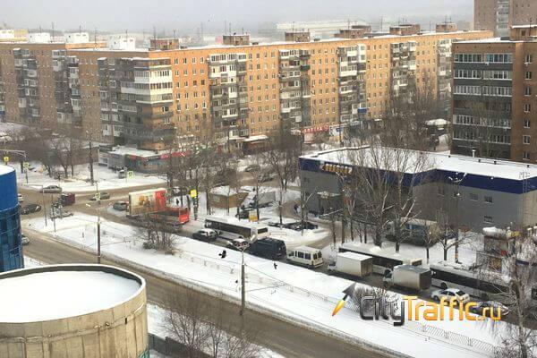 Авария сковала улицу Матросова в Тольятти | CityTraffic