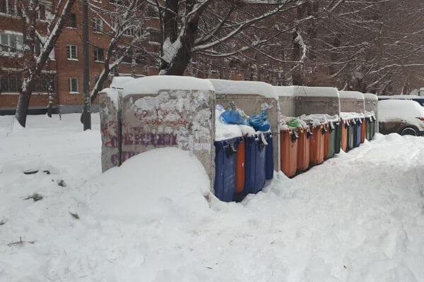 В Самарской области мусоровозы не могут проехать к контейнерам из-за снега | CityTraffic