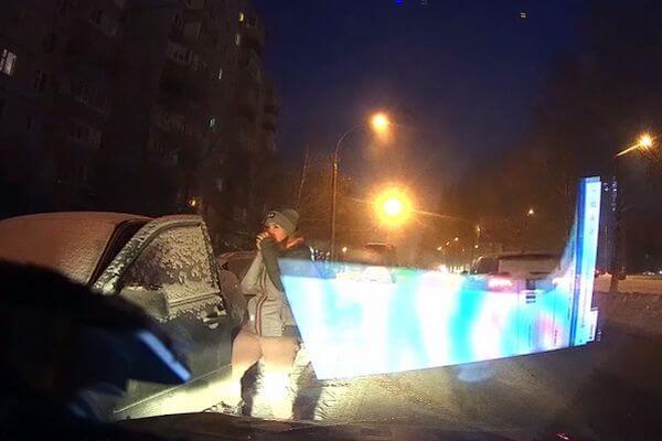 В Тольятти сотрудник ДПС спас замерзающую на дороге девушку | CityTraffic