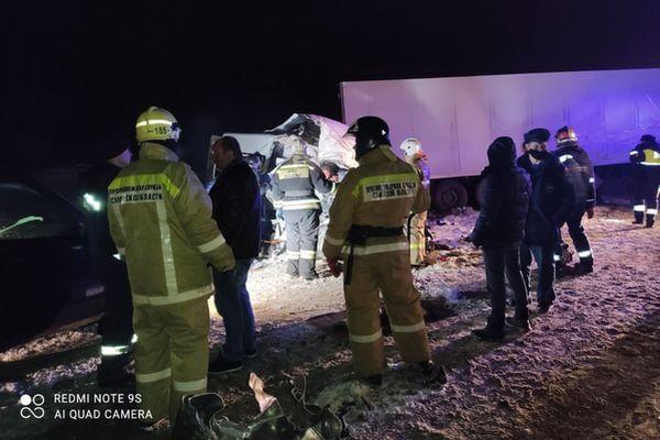 Пять человек погибли и 11 пострадали в столкновении грузовика, автобуса и легковушки на трассе М-5 в Самарской области | CityTraffic