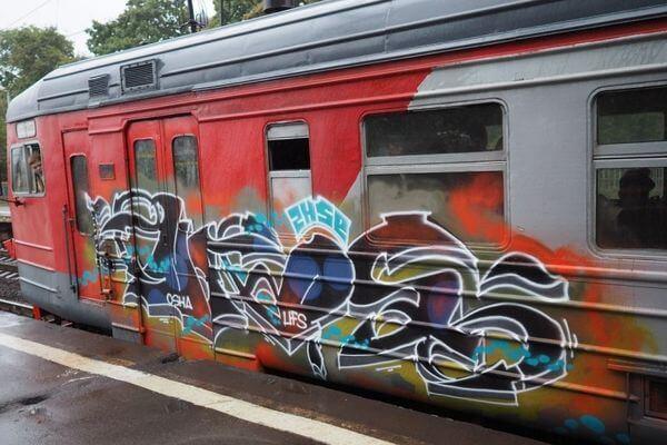 В Самарской области 36 вагонов электричек разрисовали граффити | CityTraffic
