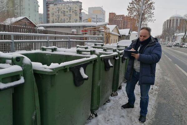 В Самаре неизвестные выбросили в мусорный контейнер 20  ртутных ламп | CityTraffic