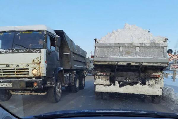 Жители Самары заметили КАМАЗы, сбросившие грязный снег  в реку | CityTraffic