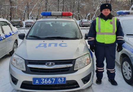В Самаре полицейский помог школьнице в трудной ситуации | CityTraffic