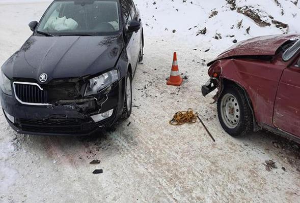 В Кинеле столкнулись «Шкода» и «Лада», 69-летний водитель вазовской легковушки попал в больницу | CityTraffic