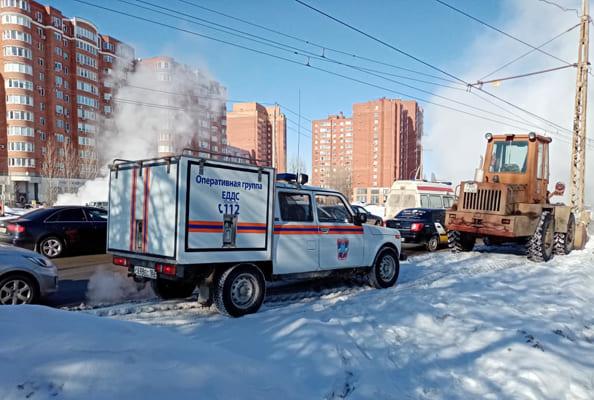 В Тольятти из-за очередного порыва на теплосетях кипяток бьет фонтаном из-под земли: видео