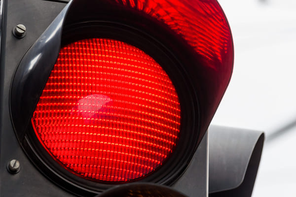 В Самаре водитель легковушки сбил 7-летнего мальчика, который выбежал на дорогу на красный свет | CityTraffic