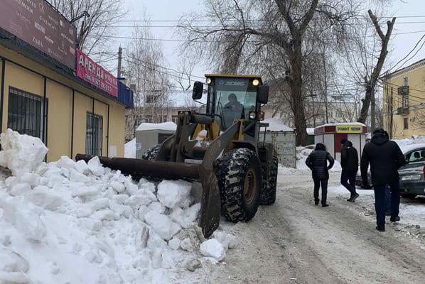 В ночь ссубботы на воскресенье улицы Самары от снега расчищали 343 единицы техники