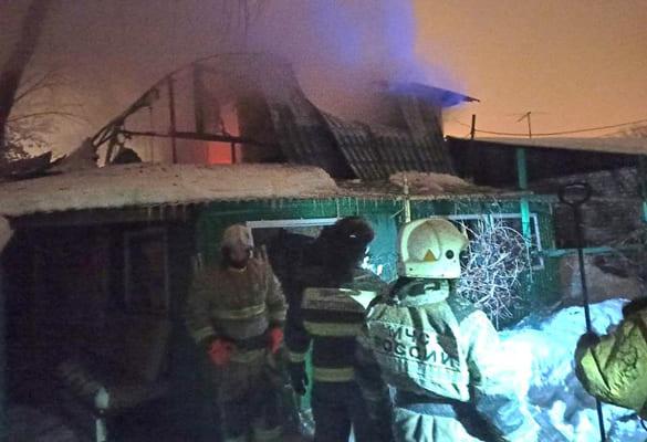 Два человека погибли при пожаре в частном доме в Самаре | CityTraffic