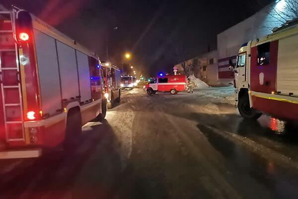 В Самаре ночью 89 человек тушили горящую баню | CityTraffic