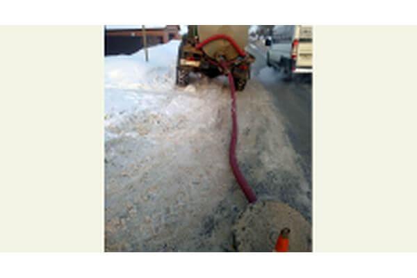 В Самаре поймали ассенизаторов, которые сливали отходы в колодец | CityTraffic