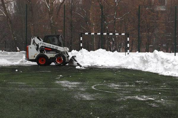 Депутаты Думы Самары возмутились тем, что пришкольные спортплощадки завалены снегом | CityTraffic