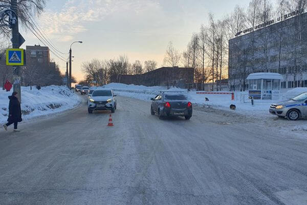 В Самаре водитель сбил двух женщин на перекрестке | CityTraffic