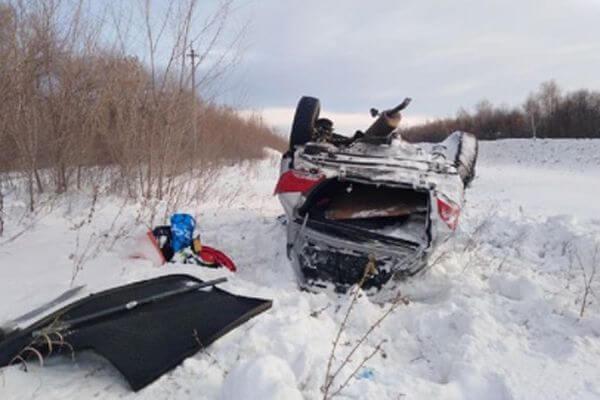 В Самарской области иномарка опрокинулась в кювете | CityTraffic