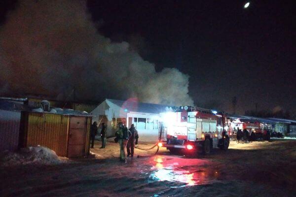 В Самаре горит торговый павильон на площади 1500 квадратных метров | CityTraffic