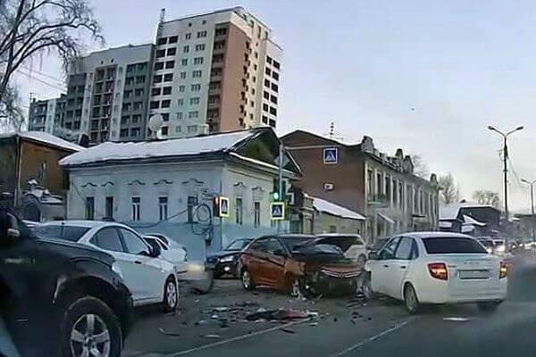 В Самаре  на улице Фрунзе произошло массовое  ДТП | CityTraffic